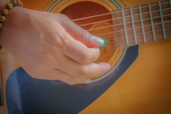 Игры гитариста Стоковое Фото