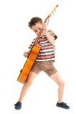 игры гитары выражения мальчика маленькие Стоковая Фотография