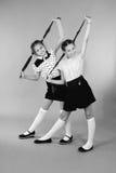 2 игры девушек школы с заплетенными волосами Стоковые Фотографии RF