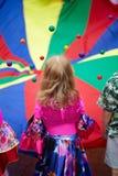 Игры девушки с шариками Стоковая Фотография
