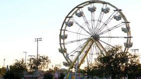 Игры езды и масленицы колеса Ferris сток-видео
