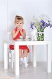 Игры маленькой девочки Стоковое фото RF