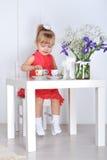 Игры маленькой девочки Стоковая Фотография