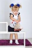 Игры маленькой девочки Стоковая Фотография RF