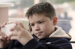 Игры мобильного телефона Стоковая Фотография RF
