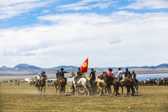 Игры лошади на озере Kul песни в Кыргызстане Стоковое фото RF