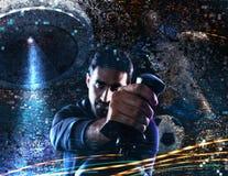 Игры человека с видеоиграми с кнюппелем стоковая фотография