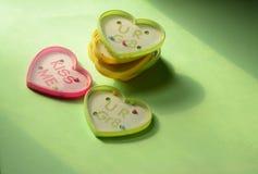 Игры шарика игрушки формы сердца пластичные с текстом Стоковые Изображения