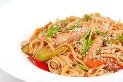 Игла udon с свининой и овощами Стоковая Фотография RF