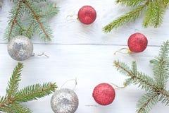 Иглы сосны шариков рождества Стоковое Фото