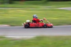 идет гонка kart Стоковые Фото