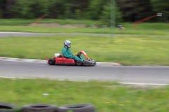 идет гонка kart Стоковые Изображения RF