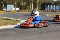 идет гонка karts Стоковые Фото