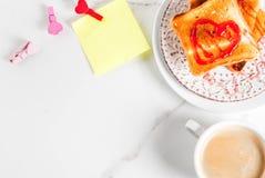 Идея завтрака дня ` s валентинки Стоковое Изображение RF