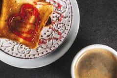 Идея завтрака дня ` s валентинки Стоковые Фотографии RF