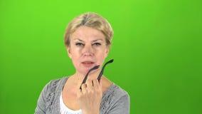 Идея приходит к женщине зеленый экран видеоматериал
