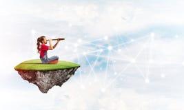 Идея связи интернета детей или онлайн играть и родительского управления Стоковая Фотография RF