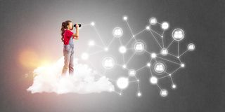 Идея связи интернета детей или онлайн играть и родительского управления Стоковое Изображение RF