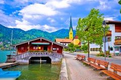 Идилличная немецкая деревня Rottach Egern озера на озере Tegernsee Стоковые Изображения RF