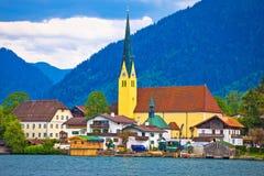 Идилличная немецкая деревня Rottach Egern озера Стоковая Фотография RF