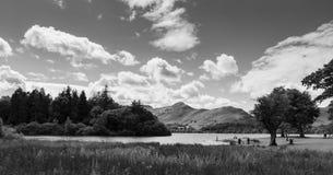 Идилличная сцена воды Derwent озера, района озера, monochro Великобритании Стоковое Фото