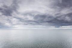 Идилличная съемка горизонтальных морской воды и неба Стоковые Фото