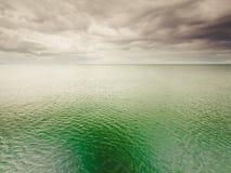 Идилличная съемка горизонтальных морской воды и неба Стоковое Фото