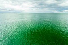 Идилличная съемка горизонтальных морской воды и неба Стоковые Изображения RF