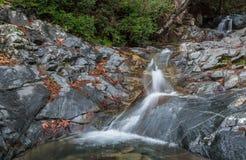 Идилличный водопад, горы Кипр Troodos Стоковое Изображение RF