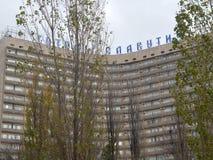 идите вдоль улицы города взгляда Киева старых зданий Стоковое Изображение RF