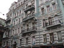 Идите вокруг города взгляда kyiv старых зданий Стоковое Изображение