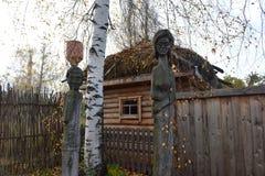 Идолы Chuvash деревянные стоковое изображение rf