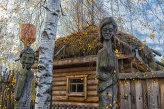 Идолы Chuvash деревянные стоковая фотография rf
