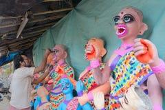 Идол глины женских будучи подготавливанным демонов Стоковое фото RF