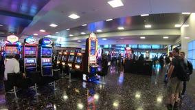 Идти к заявке багажа на международном аэропорте Лас-Вегас - США 2017 McCarran видеоматериал