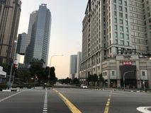 Идти на улицы на солнечные дни стоковая фотография rf