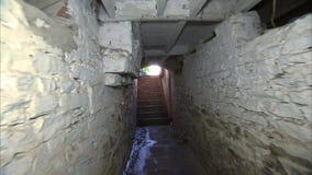 Идти снятый плавным движением к лестнице видеоматериал