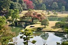 Идти people's сада Токио парка Rikugien японский на открытом воздухе стоковые фотографии rf