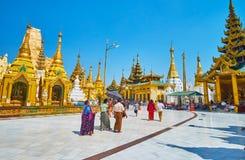 Идут переулки Shwedagon, Янгон, Мьянма стоковая фотография