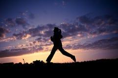 идущая женщина стоковое фото