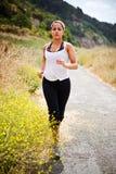 идущая sporty женщина стоковое фото