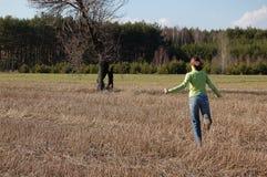 идущий подросток Стоковая Фотография