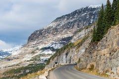 Идущ к дороге Солнця, национальный парк ледника Стоковое Изображение RF