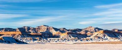 Идя снег зима в их сторона горы, Юта, США стоковое изображение rf