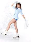 идя штырь льда катаясь на коньках к поднимающей вверх женщине Стоковые Фото