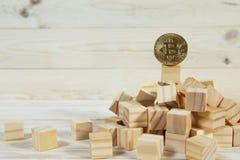 Иерархия дела Концепция стратегии с золотым bitcoin стоковые изображения