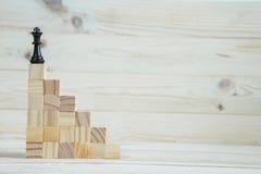Иерархия дела Концепция стратегии с шахматными фигурами стоковые фото