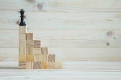 Иерархия дела Концепция стратегии с шахматными фигурами стоковая фотография