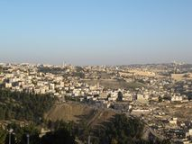 Иерусалим Изображение городского пейзажа Иерусалима, Израиля с куполом утеса на восходе солнца стоковые изображения rf
