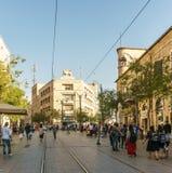 ИЕРУСАЛИМ, ИЗРАИЛЬ - 2-ое апреля 2018: Взгляд улицы в центре города Иерусалима стоковое фото rf
